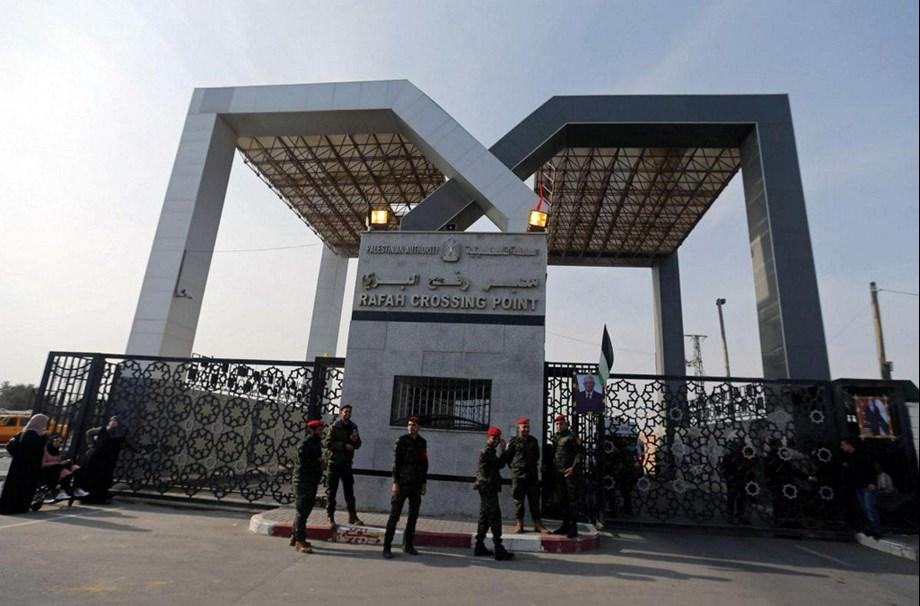 UPDATE 1-Israeli troops mistakenly kill Hamas operative on Gaza border