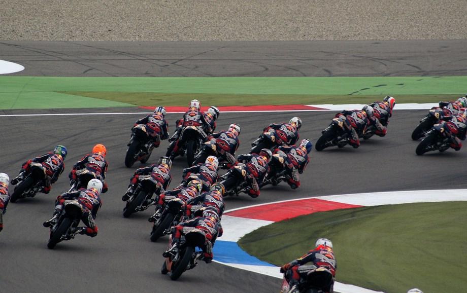 UPDATE 1-Motorcycling-Dovizioso wins last corner thriller in Austria