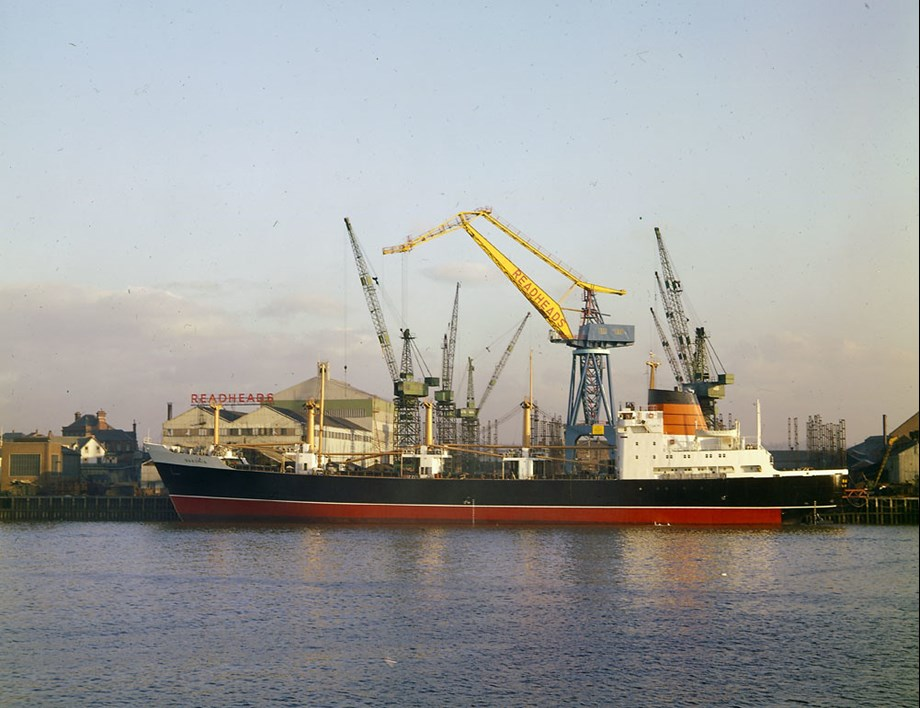 UPDATE 2-Saudi ship, blocked from loading arms cargo in France, set to leave Spanish port