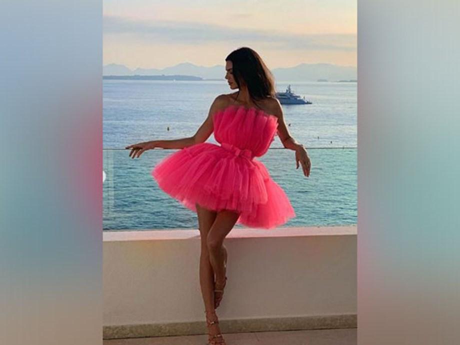 Kendall Jenner kicks off the #bottlecapchallenge in unique way