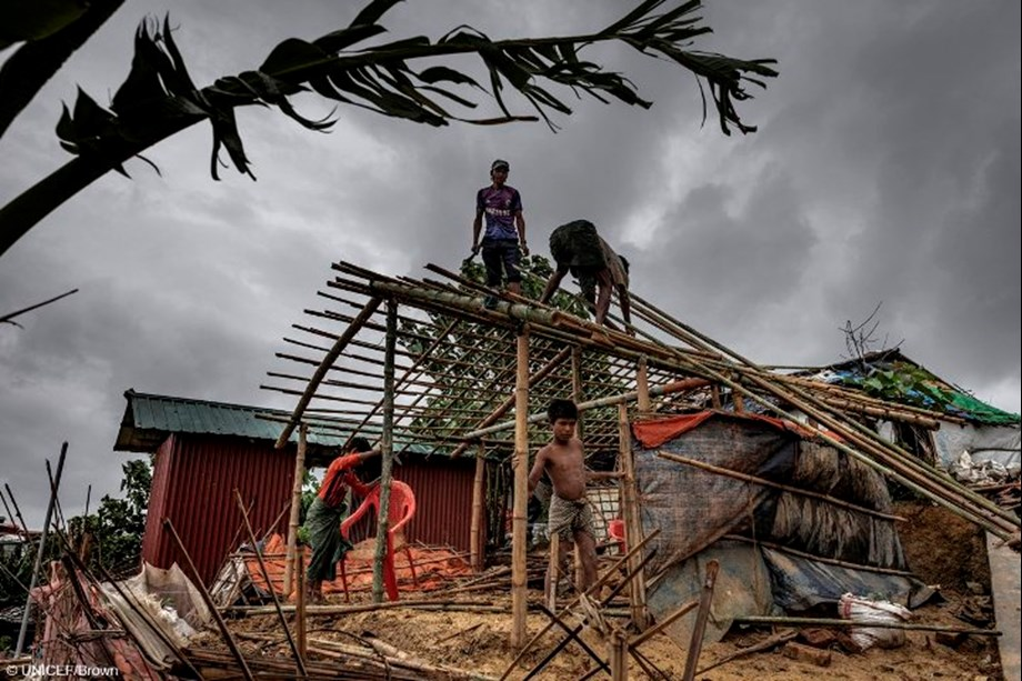 Heavy rains continue to batter refugees in Bangladesh, UN aid teams report