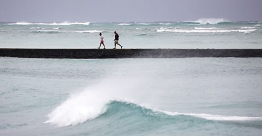 UPDATE 2-Strengthening Hurricane Florence blasts toward U.S. East Coast