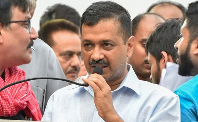 Delhi CM hears out issues of Connaught Place traders