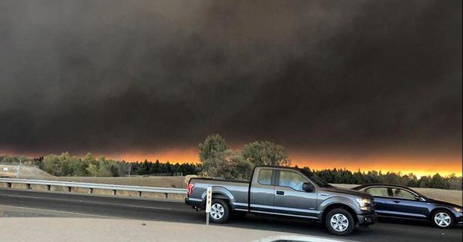 Thousands evacuated from California after widespread wildfire; no casualties reported