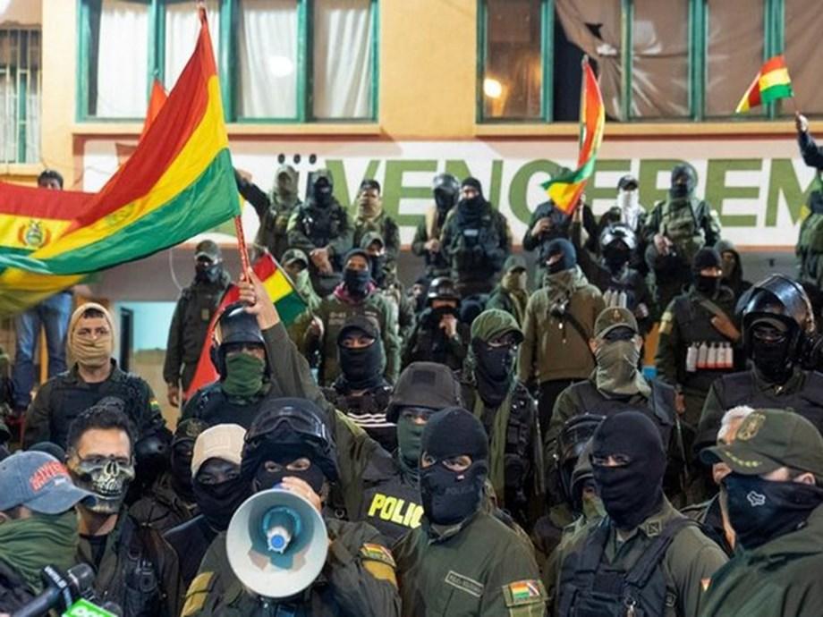 Argentina urges Bolivians to talk, keep peace