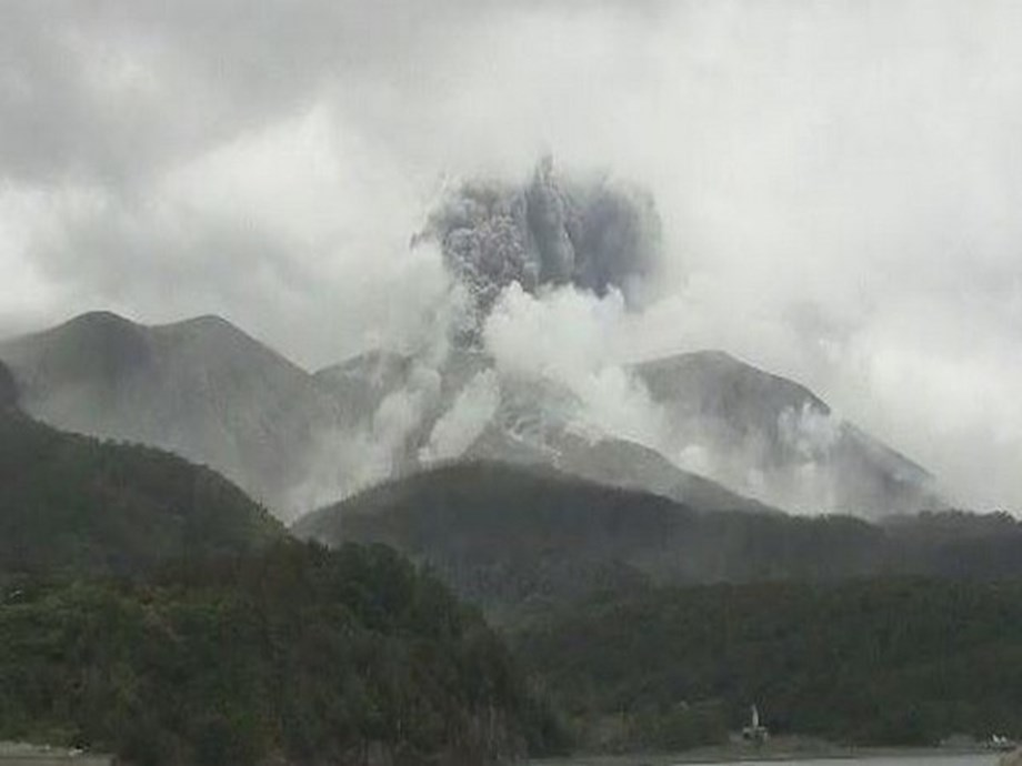 Deadly eruption hits New Zealand volcano tourist town hard