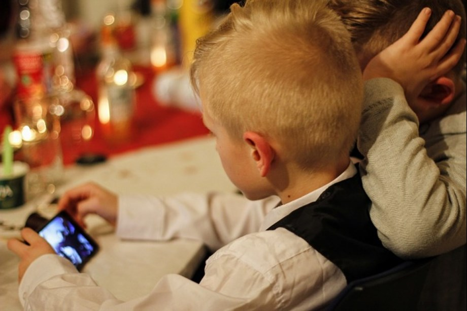 Increased screen time links to greater obesity risk, poor social skills
