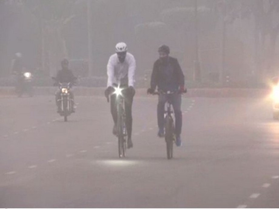 Delhi reels under biting cold with heavy snowfall in neighbouring states, AQI at 215