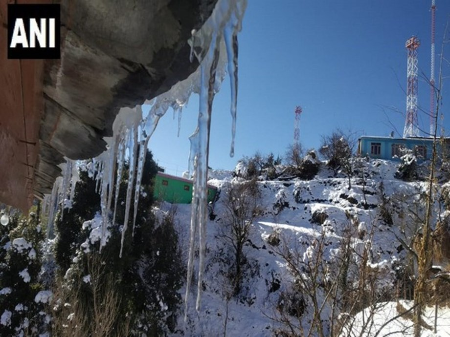 Cold wave grips Himachal Pradesh, throws normal life out of gear