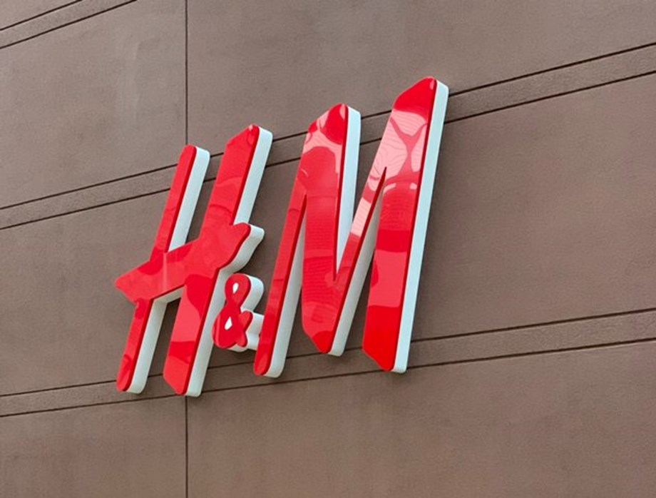 H&M reintroduces delivery fees for its core brand's loyalty club members