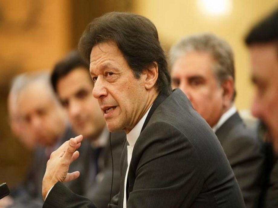 Imran Khan breaks diplomatic protocol at SCO summit