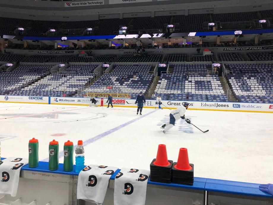 NHL notebook: Blues, Binnington agree to 2-year deal