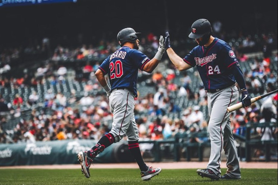 Cruz blast 3 HRs again as Twins crush Royals