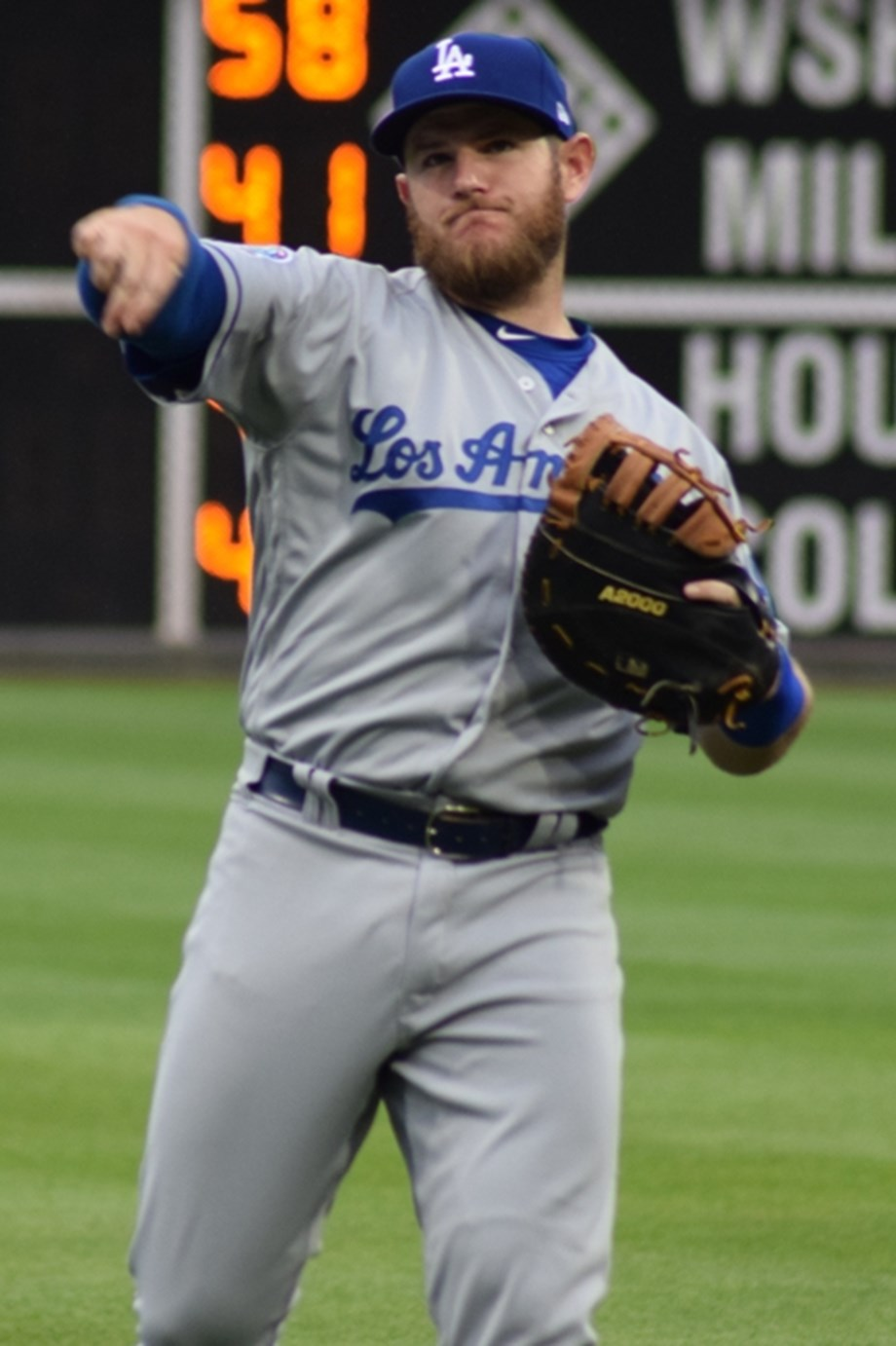 Dodgers activate INF Muncy from IL