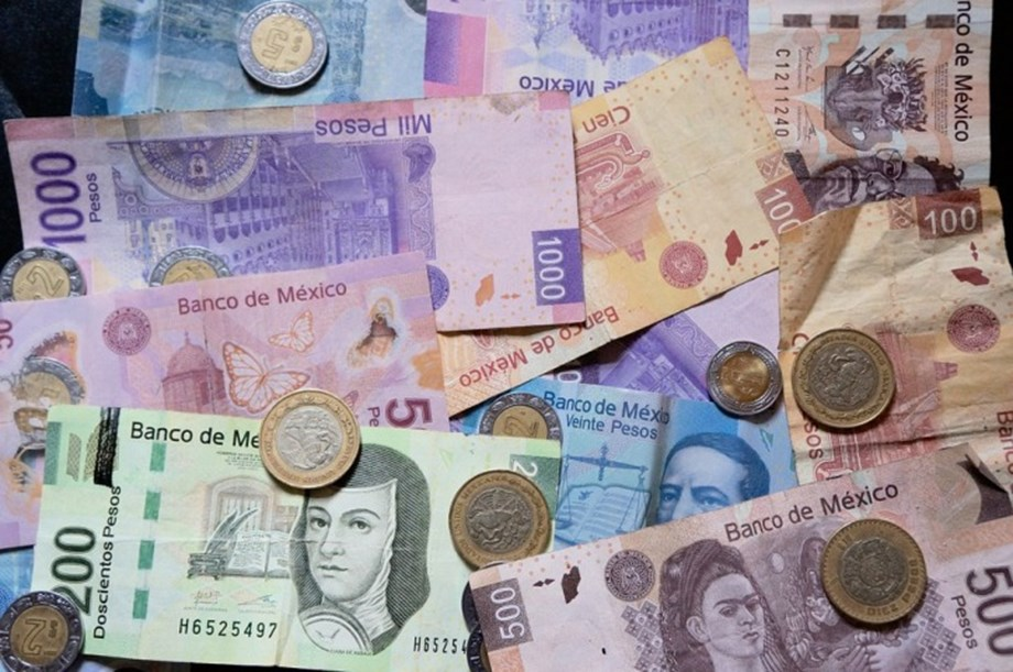 FOREX-Peso surges on U.S.-Mexico deal, euro sags