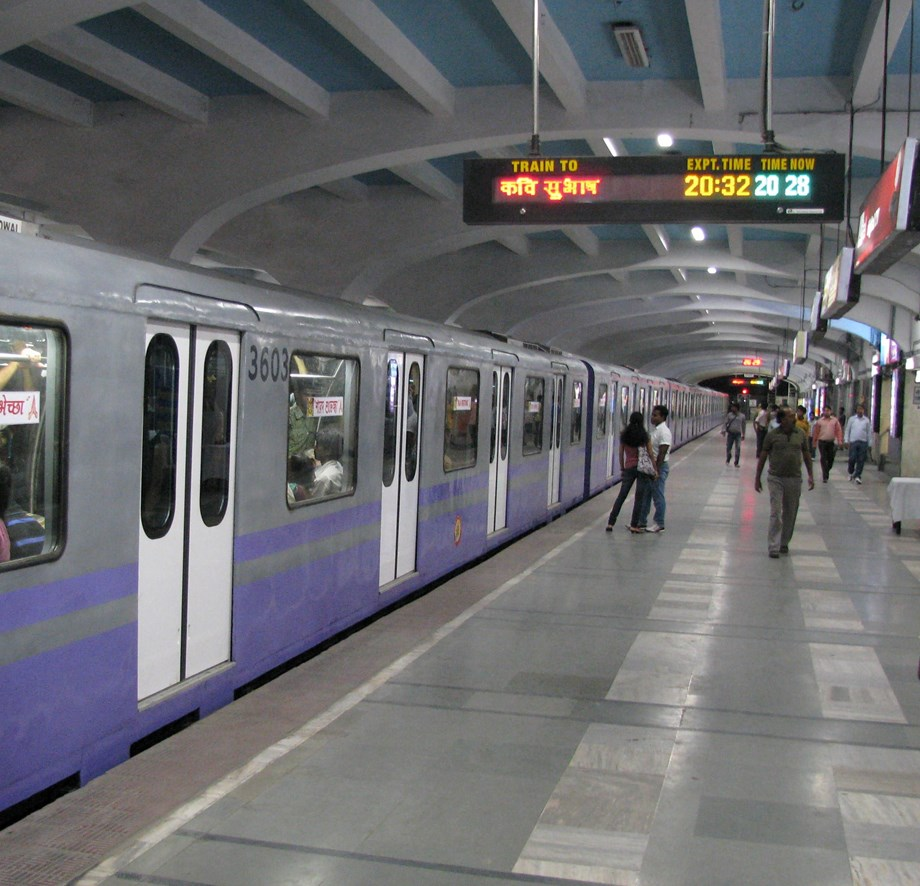 Smoke in Kolkata Metro coach, passengers evacuated