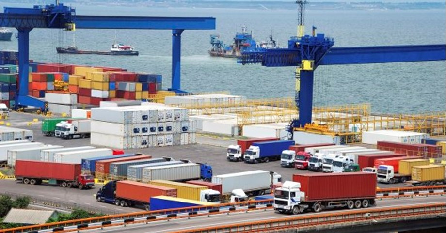 China's exports surge 15.6 pct, imports up 21.4 pct in October