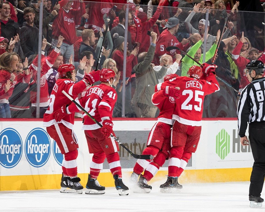 Red Wings last minute goal shocks Rangers