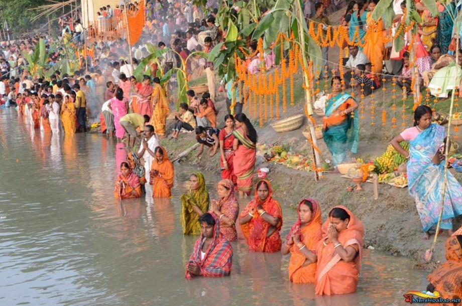 Road filled with devotees for Chhath Puja
