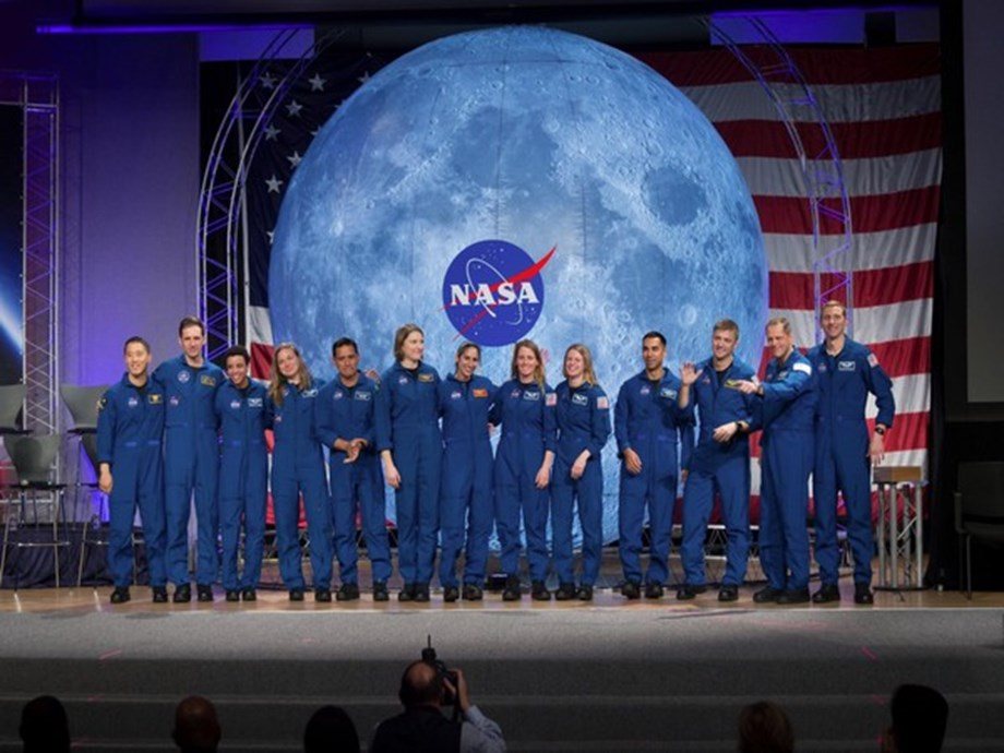 Astronauts for manned Moon and Mars missions graduate from NASA training program