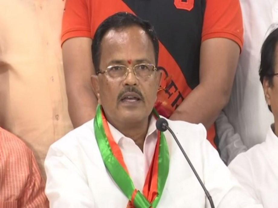 Telangana: Former Minister Motkupalli Narasimhulu joins BJP