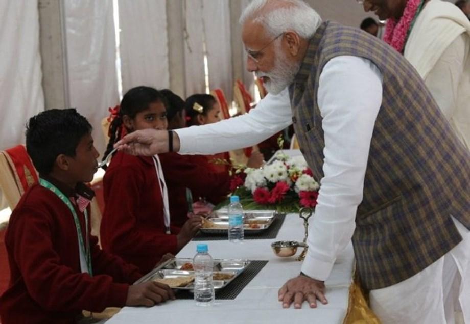 PM Modi lauds efforts of Akshaya Patra Foundation and serves 3rd billionth meal