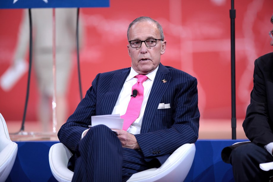 UPDATE 1-Kudlow sidesteps comment on report that Trump could delay, block tariff on Chinese goods