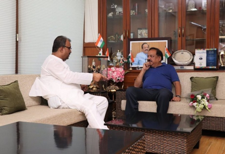 Dr Harsh Vardhan and Mangal Pandey meet to discuss AES/JE cases in Bihar