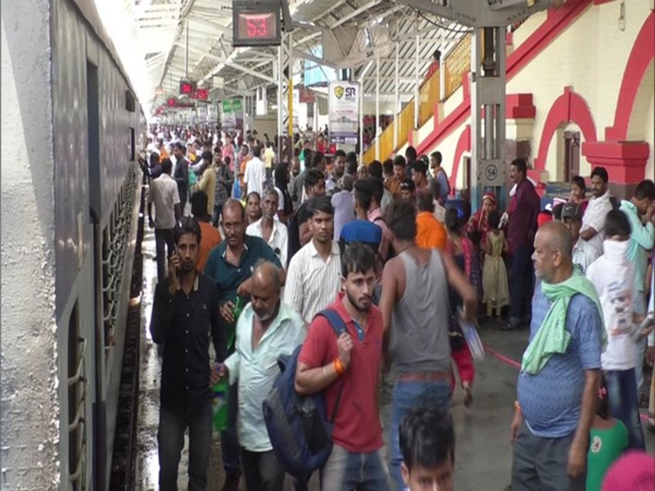 Ministry decides to rationalize fare structure of Humsafar trains