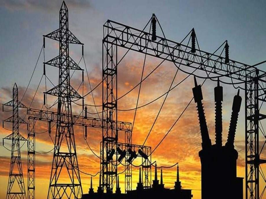 UPDATE 6-Partial blackout hits Manhattan; utility begins restoring power