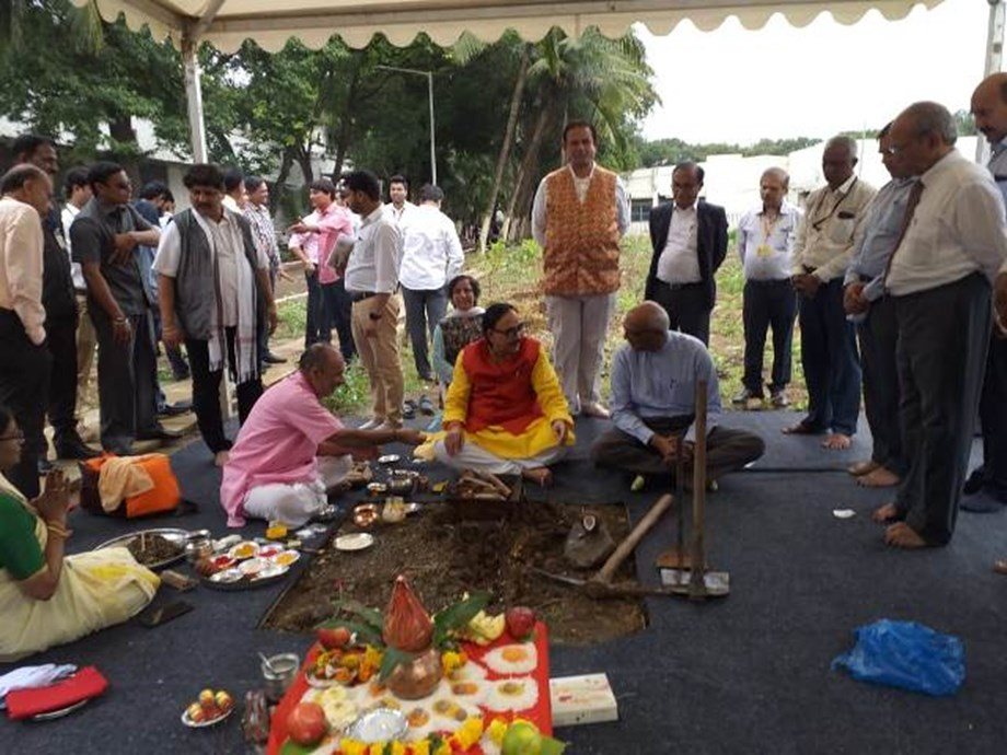 Minister lays foundation stone for Indian Institute of Skills in Mumbai