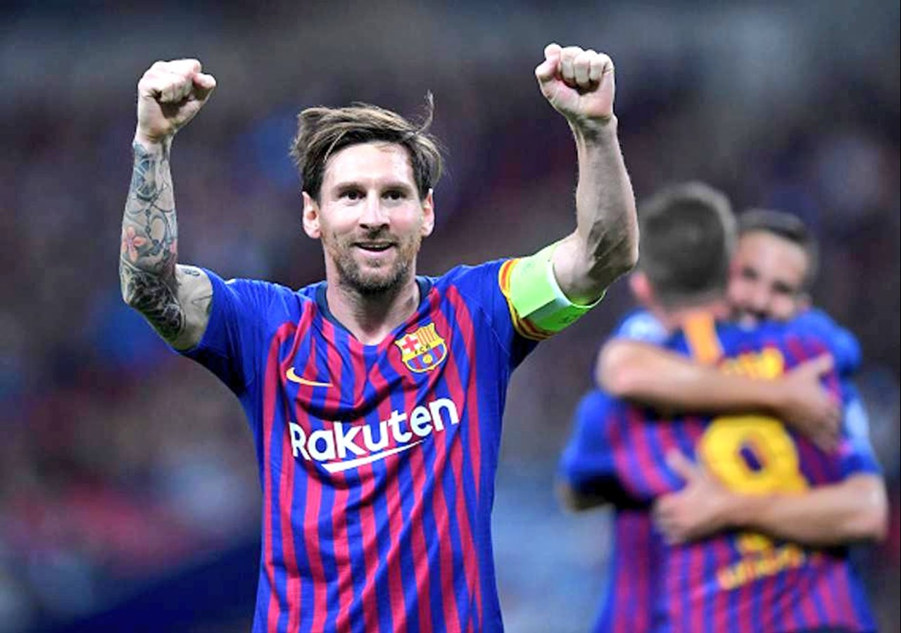 Lionel Messi comes back to Barcelona after arm injury