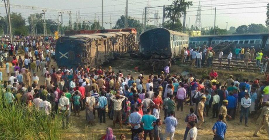 After Farakka Express derailment: Delhi auto drivers offer free rides to passengers