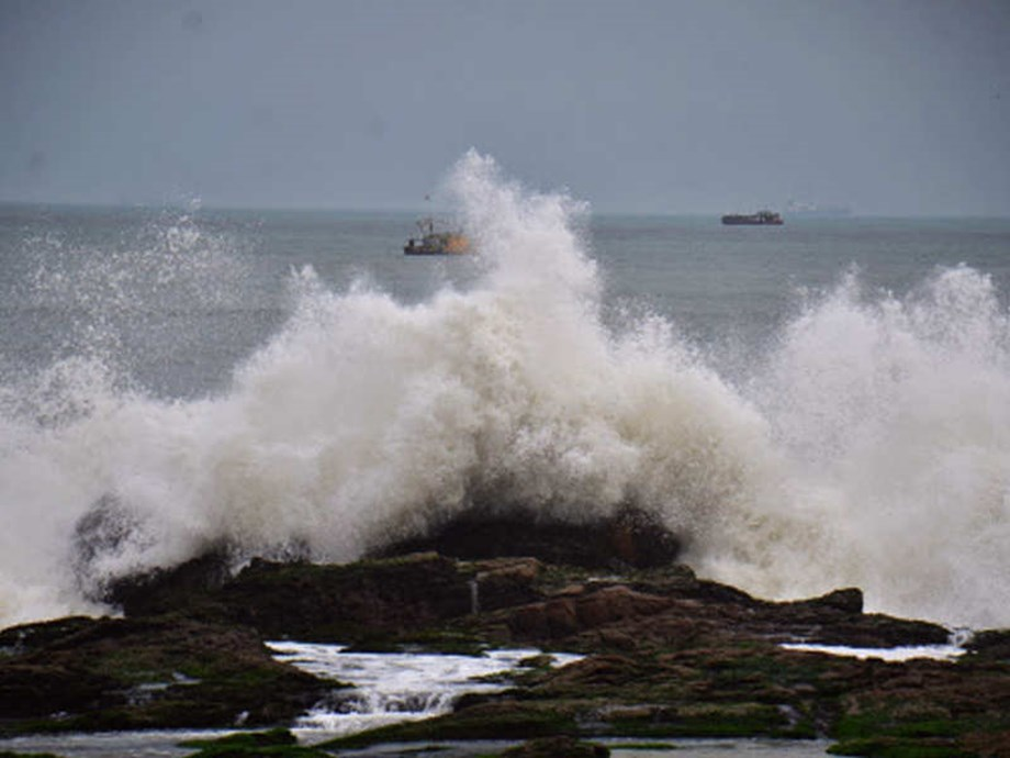 Houses, trees collapse in Odisha and Andhra Pradesh as cyclone makes landfall