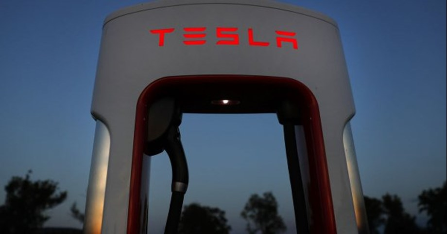 UPDATE 3-James Murdoch in line to replace Musk as Tesla chairman -FT