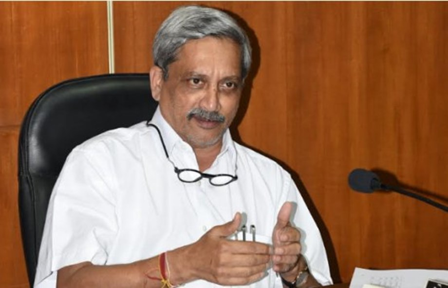 Manohar Parrikar chairs cabinet meeting after 3 months