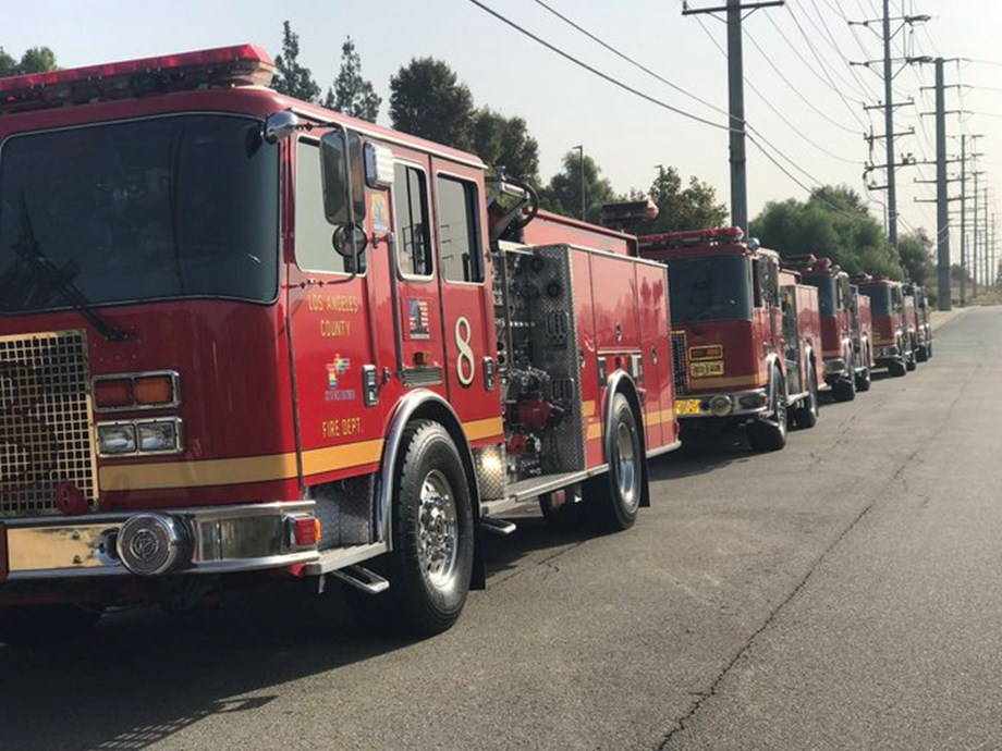 UPDATE 1-Firefighters make gains against Los Angeles wildfire, evacuation orders lifted