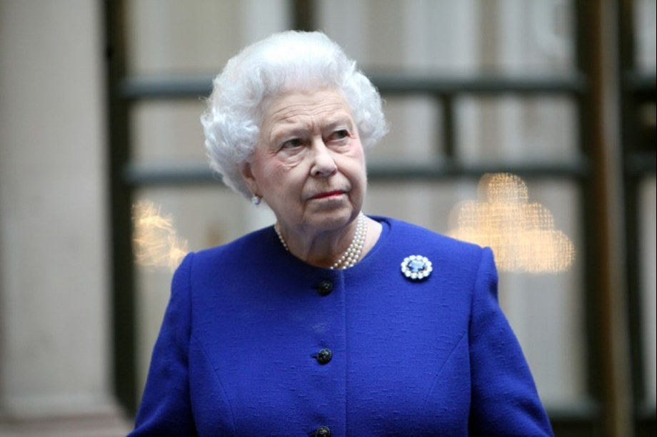UK's Queen Elizabeth leads televised remembrance tribute to WWI fallen soldiers