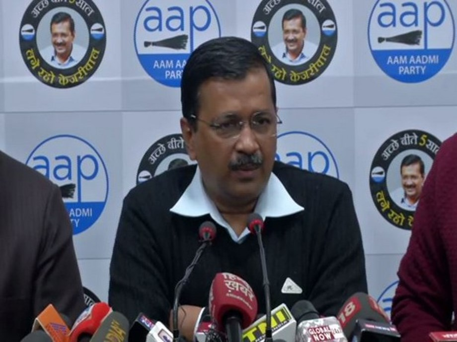 """50 people responsible for """"Delhi nirman"""" to share stage with Kejriwal in his oath-taking event"""