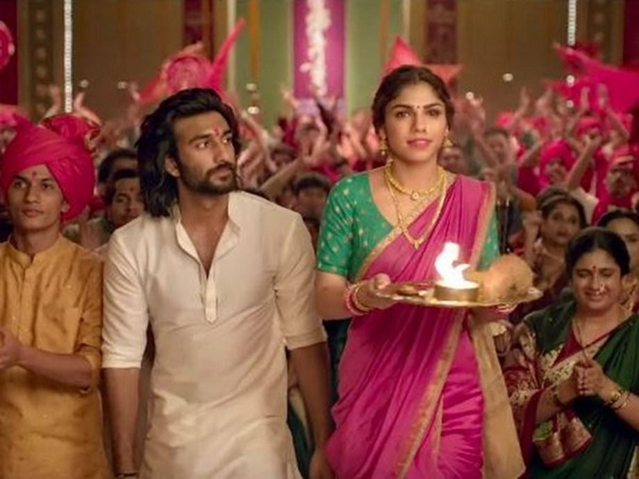 Watch Meezaan-Sharmin's beautiful chemistry in 'Udhal Ho'