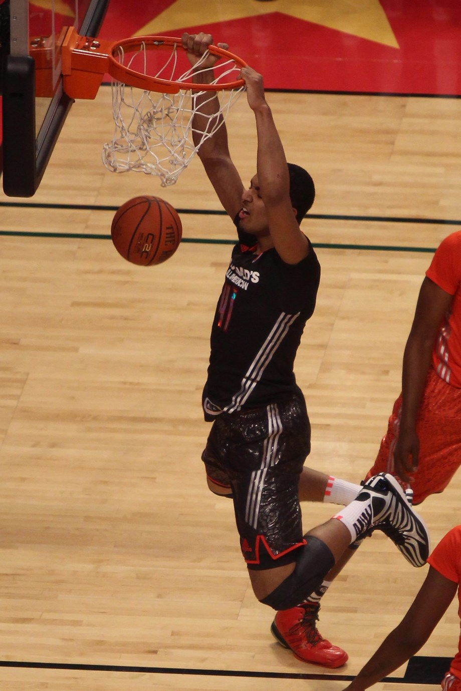 Spurs agree to deal with F Lyles