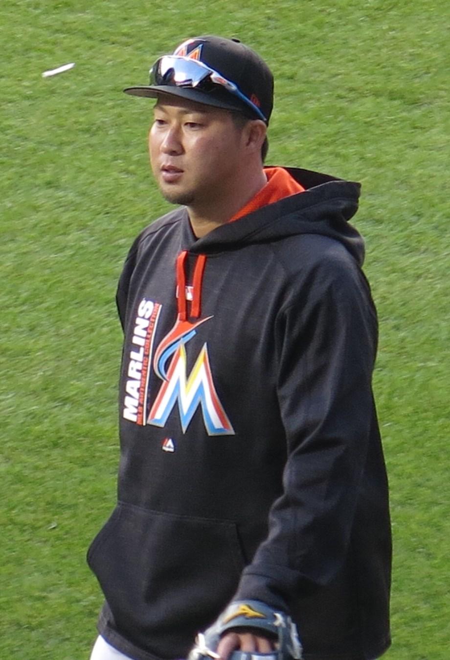 MLB-Cubs release veteran RHP Tazawa