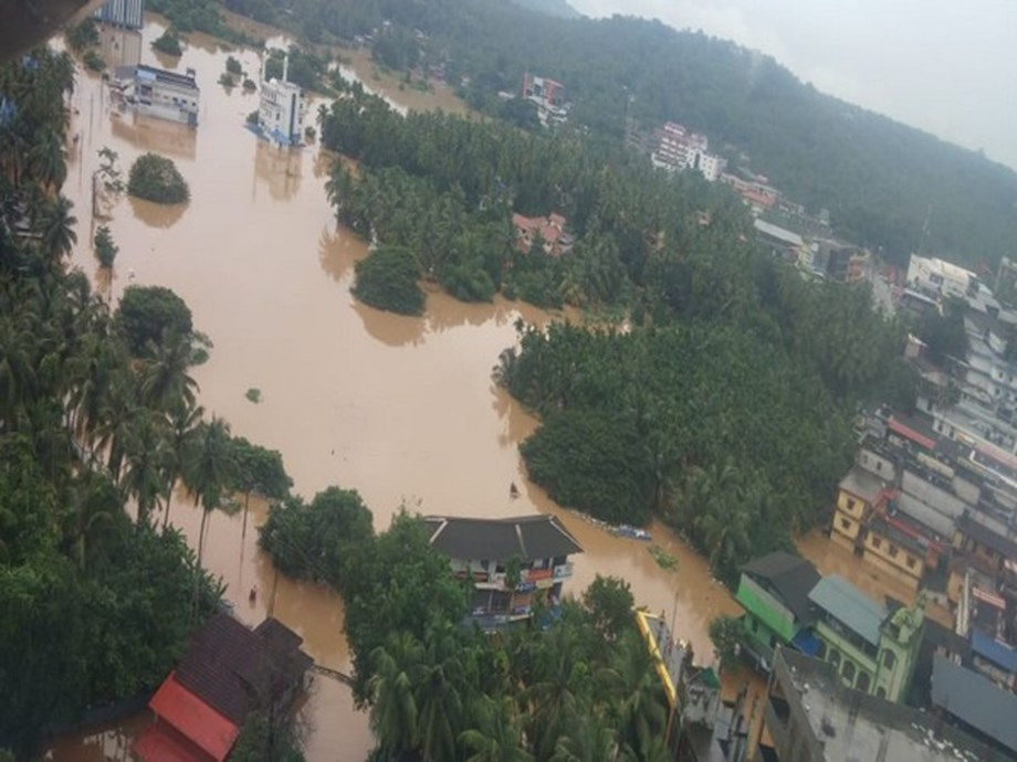 Kerala floods: Vijayan reaches out to TN via twitter