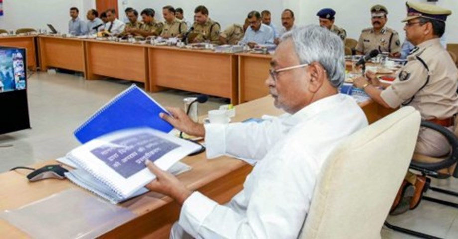 Nitish directs officials to distribute WHO's report on alcohol consumption