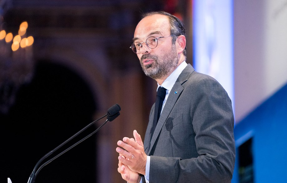 UPDATE 1-French PM ready to discuss pension terms as new strikes loom