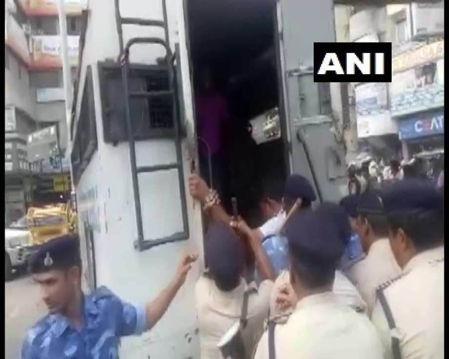 Locals clash with police over a traffic violation in Patna
