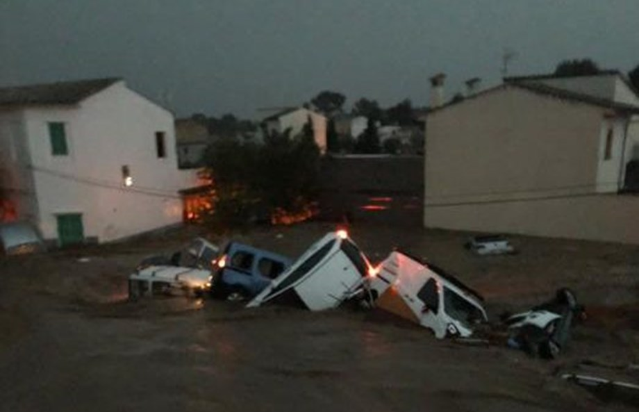 UPDATE 1-Spaniards, Germans, Britons, Dutch among 12 killed by Mallorca floods