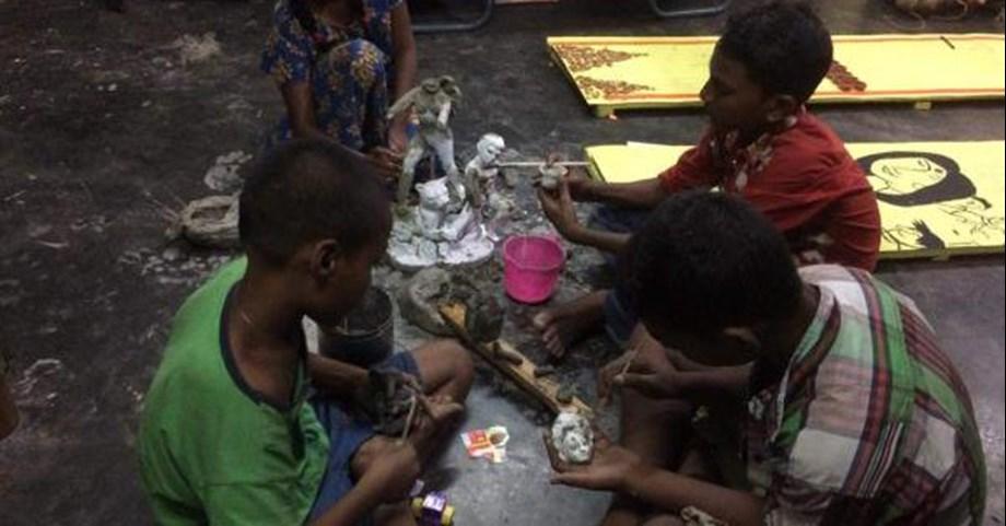 """Footpather Durga Pujo"" in Kolkata organised by children living in pavementd"