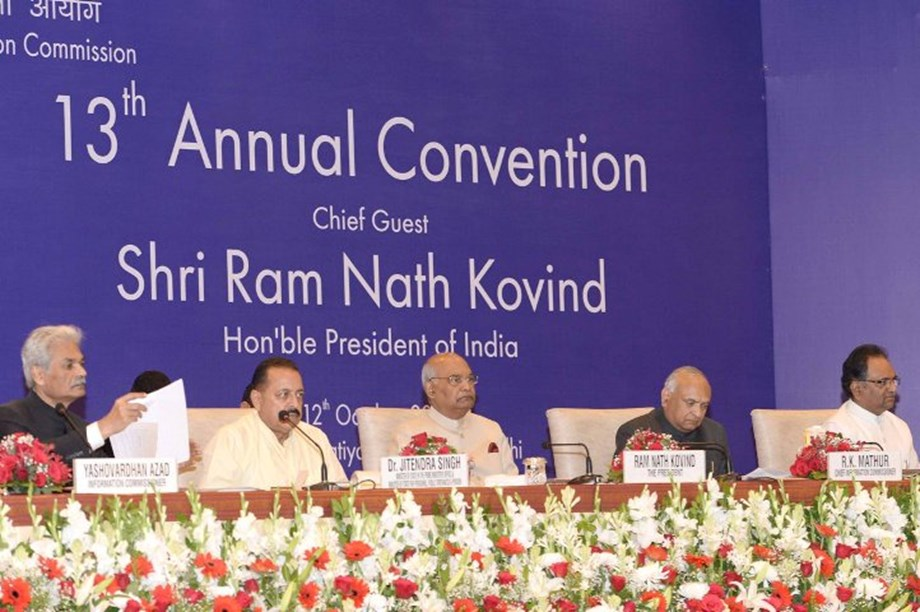 Free flow of information is the essence of democracy: President of India
