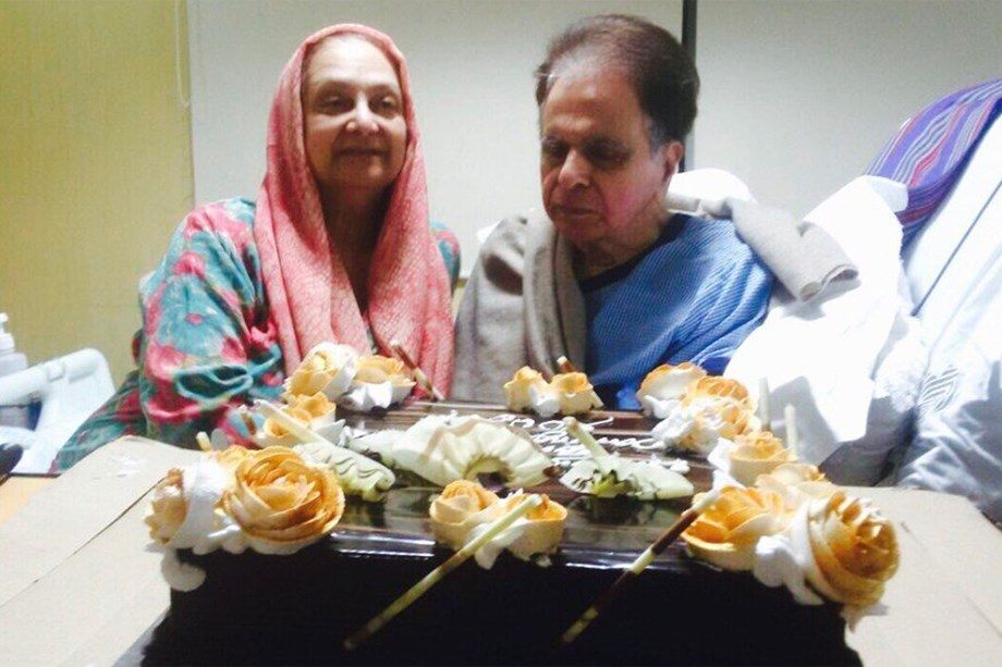 Saira Banu shares picture with Dilip Kumar on 52nd marriage anniversary
